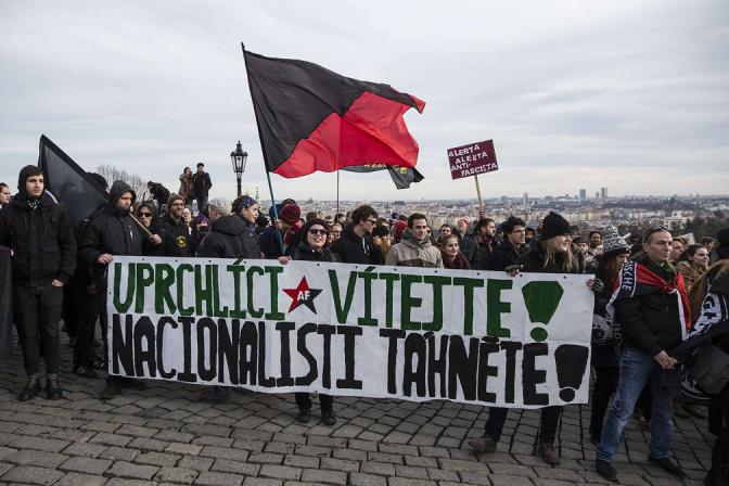 BARTOŠ PIRÁTI Antifa _uprchlíci _demonstrace_foto_fb